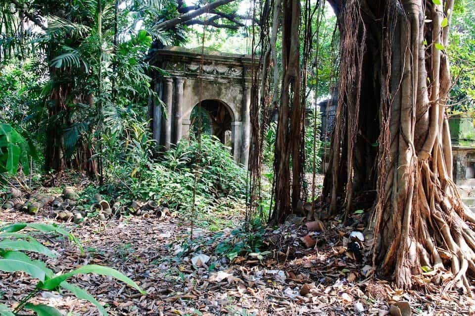 Lower Circular Road Cemetery - Famouse Haunted Places in Kolkata