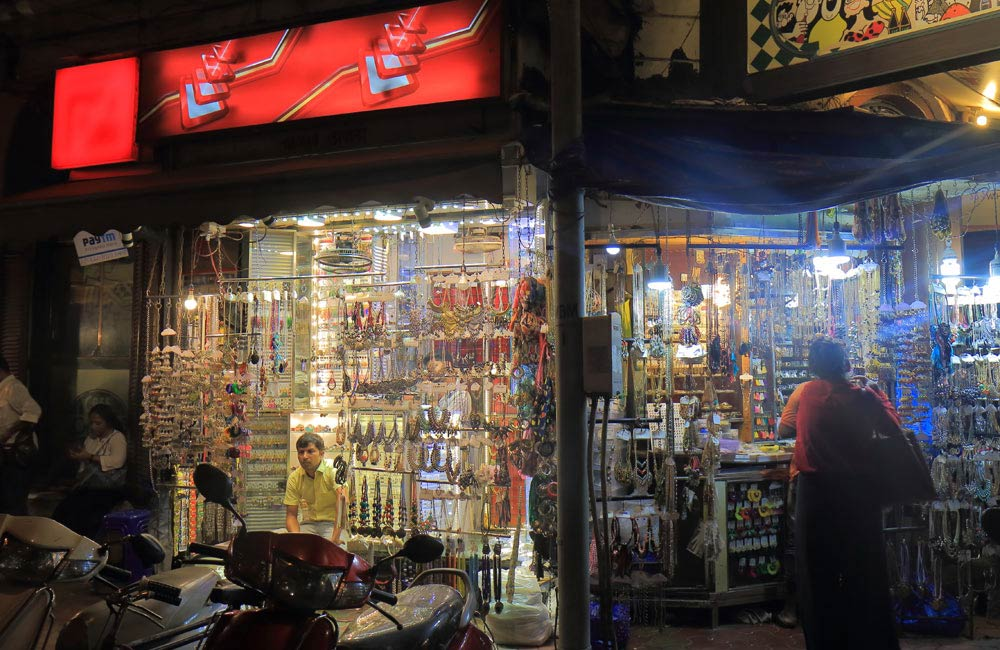Colaba Causeway, Mumbai| Most Iconic Markets in India for Shopping