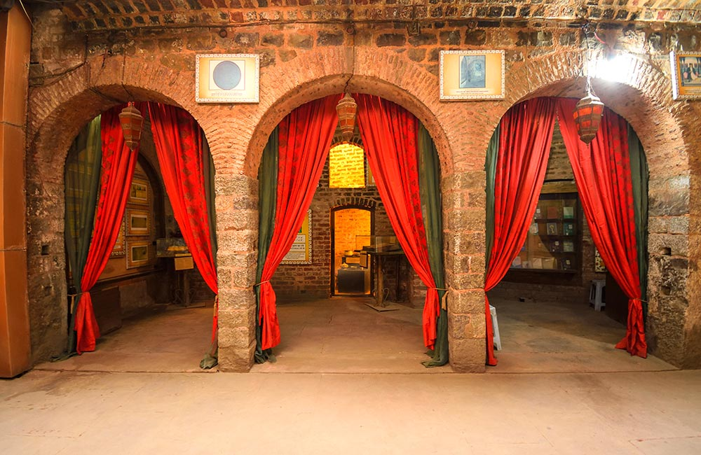Mirza Ghalib ki Haveli | Best Offbeat Places in New Delhi