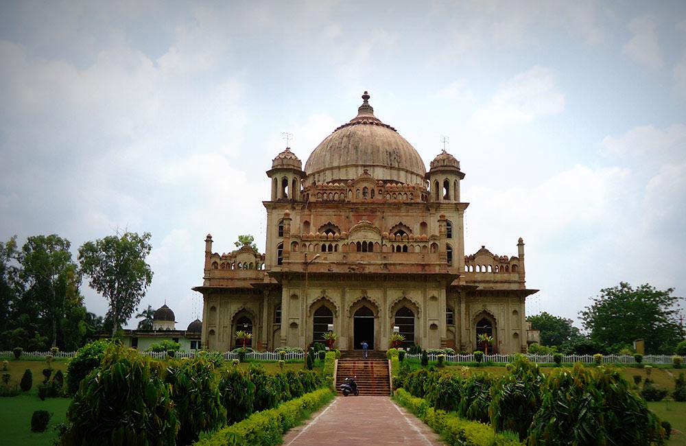 Tomb of Saadat Ali Khan | historical places in Lucknow
