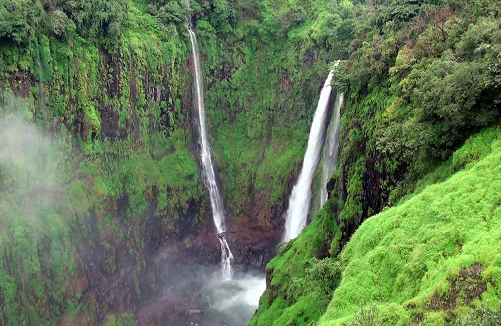 Thoseghar Falls, Thoseghar | Among the Best Waterfalls near Mumbai within 300 km