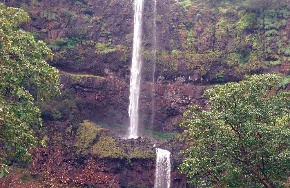 Vajrai Falls, Satara | Among the Best Waterfalls near Mumbai within 300 km