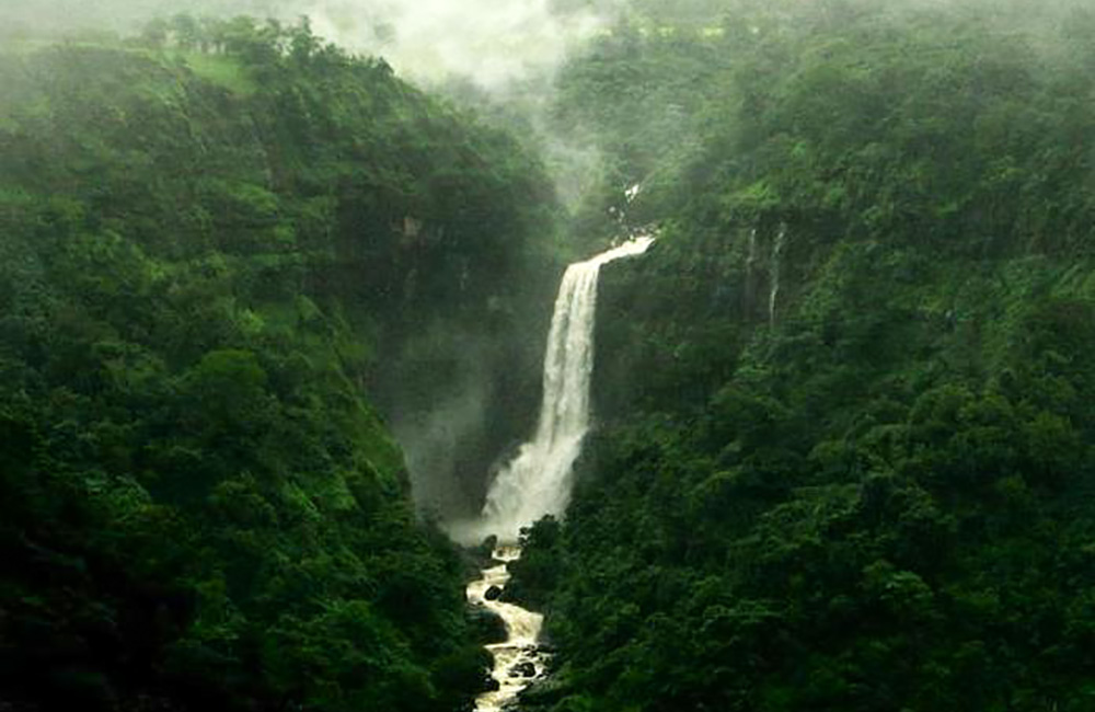 Dhobi Waterfalls, Mahabaleshwar | Among the Best Waterfalls near Mumbai within 300 km