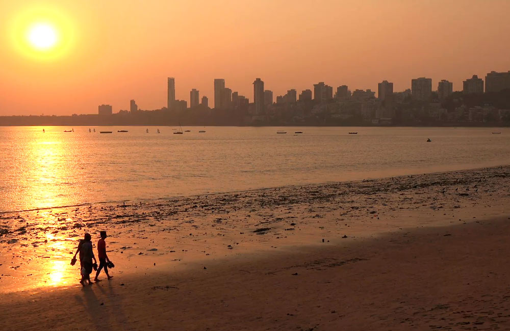 Chowpatty Beach | Places to hangout in Mumbai for Couples