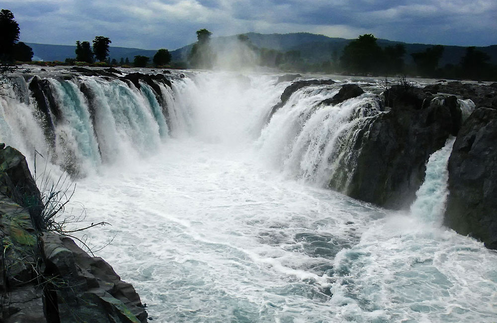Hogenakkal Waterfalls near Chennai within 300 kms