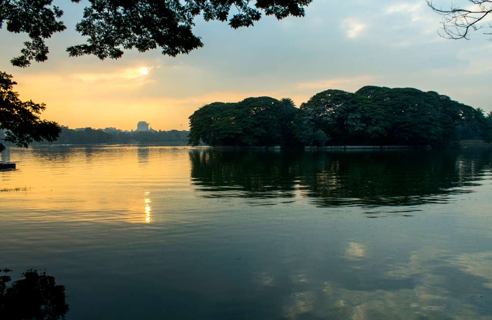 Lakes and Waterfalls – Places to Visit in Bangalore for Couples- Ulsoor Lake