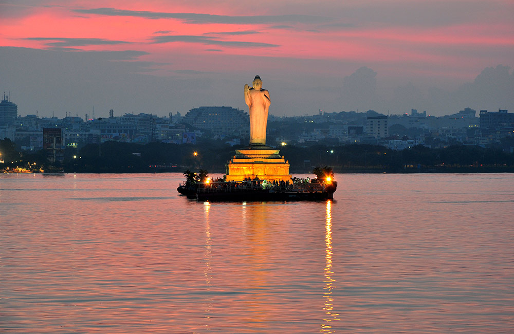 Places to Visit in Hyderabad for Couples | Hussain Sagar
