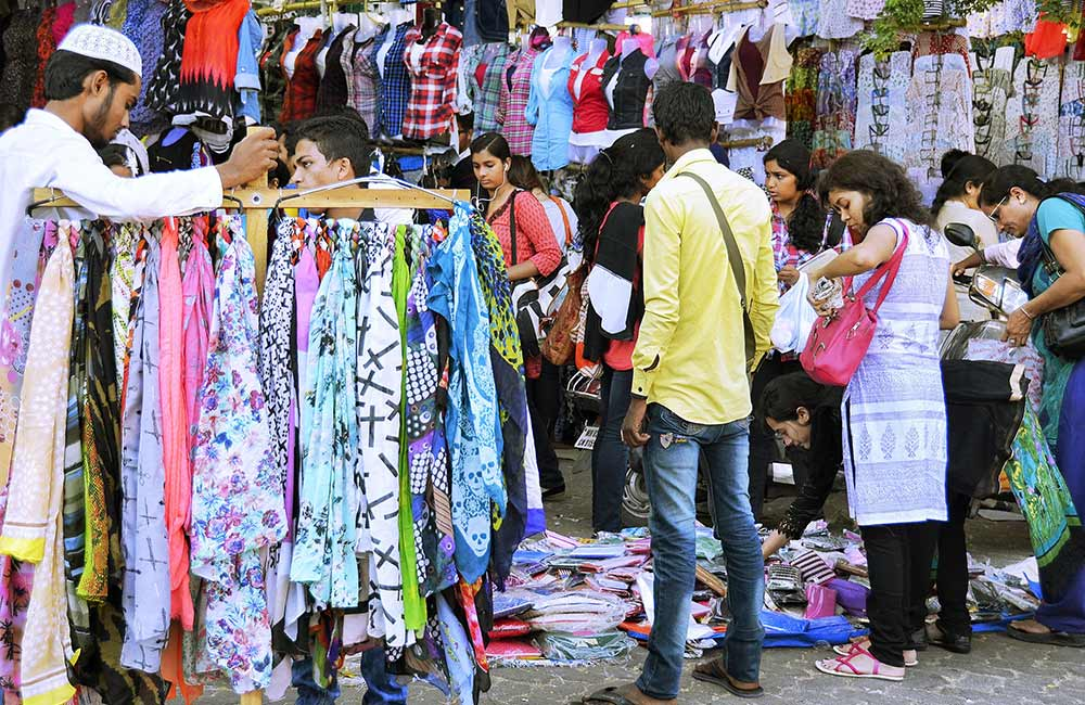 Linking Road | Wholesale Cloth Market in Mumbai
