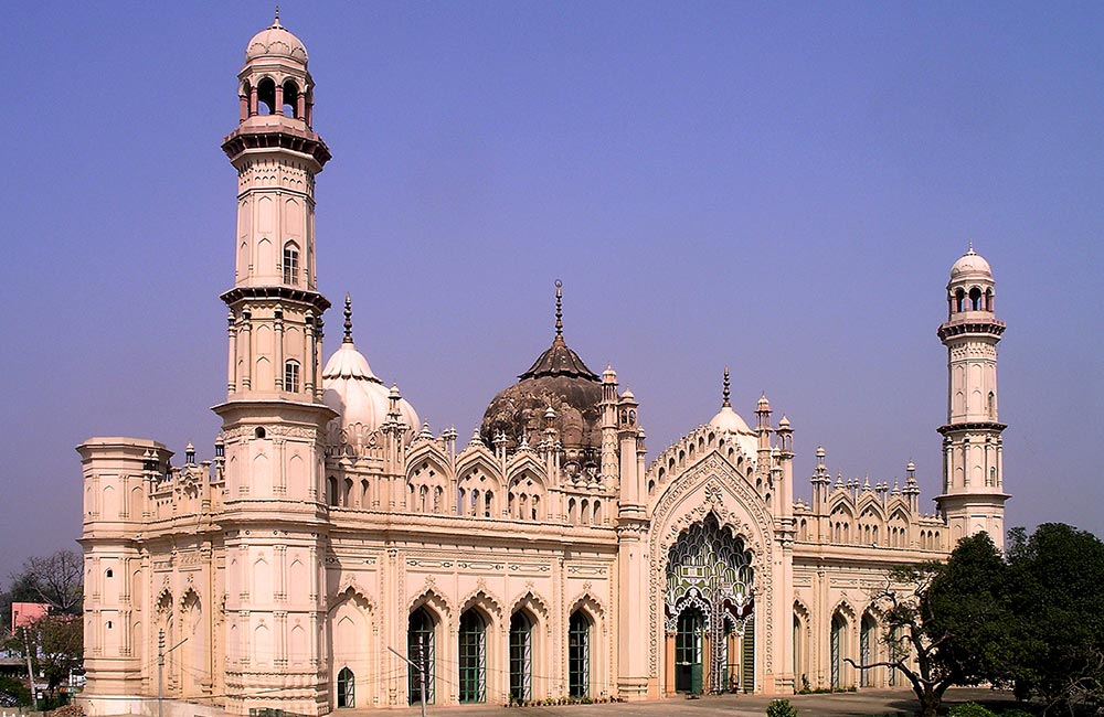 Seek solace at Jama Masjid