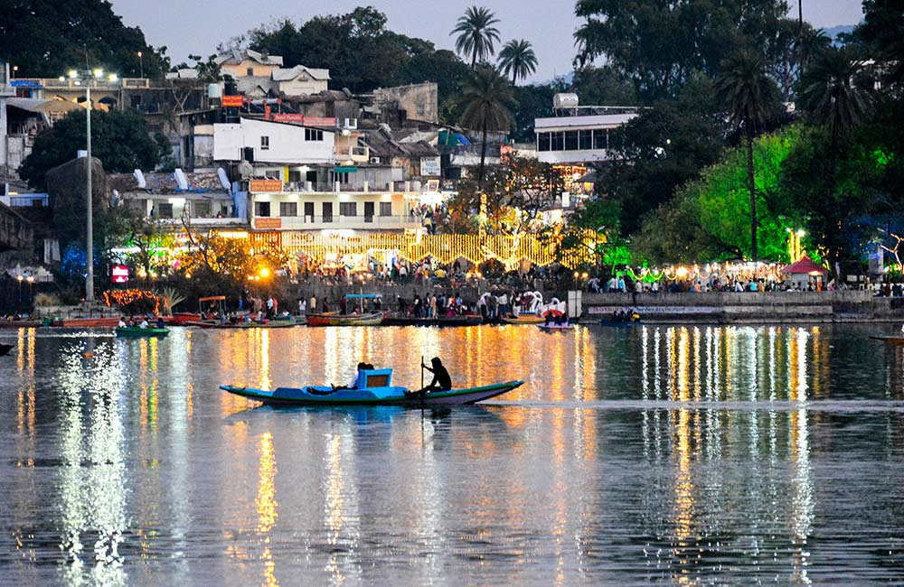 Mount Abu: Boating on Nakki Lake in the Evening | Long Weekend 2019