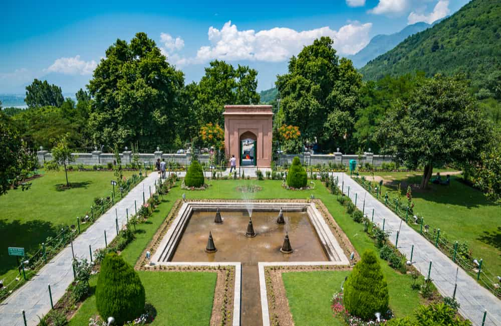 Fountains at Chashme Shahi | Long Weekend 2019