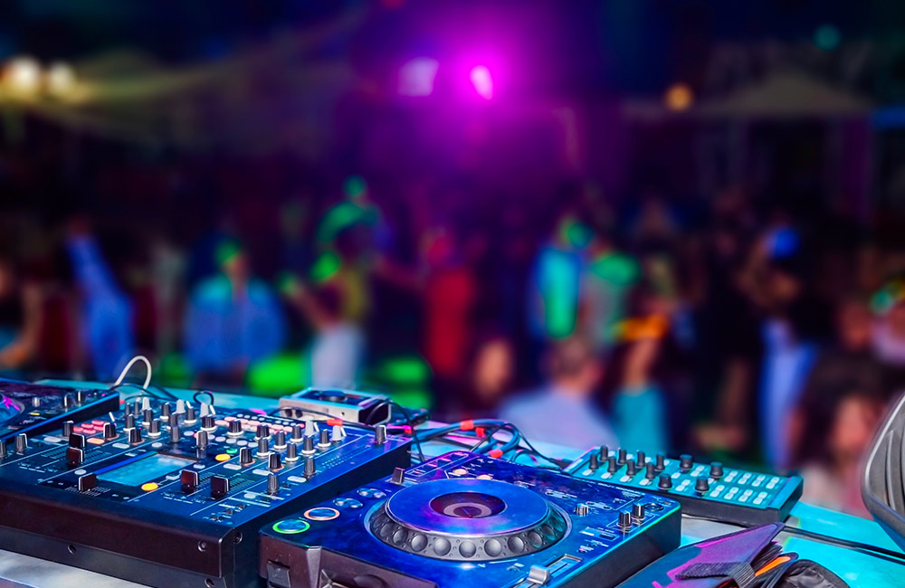 Nightclubs and Pubs | #7 of 14 Things to Do in Bangalore for Youngsters