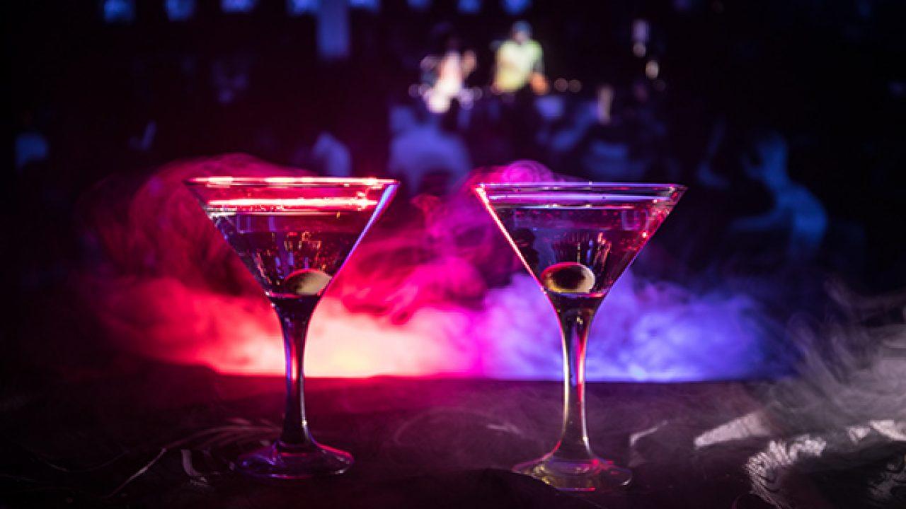 Top 13 Disco Pubs in Mumbai, Best Dance Clubs in Mumbai - FabHotels