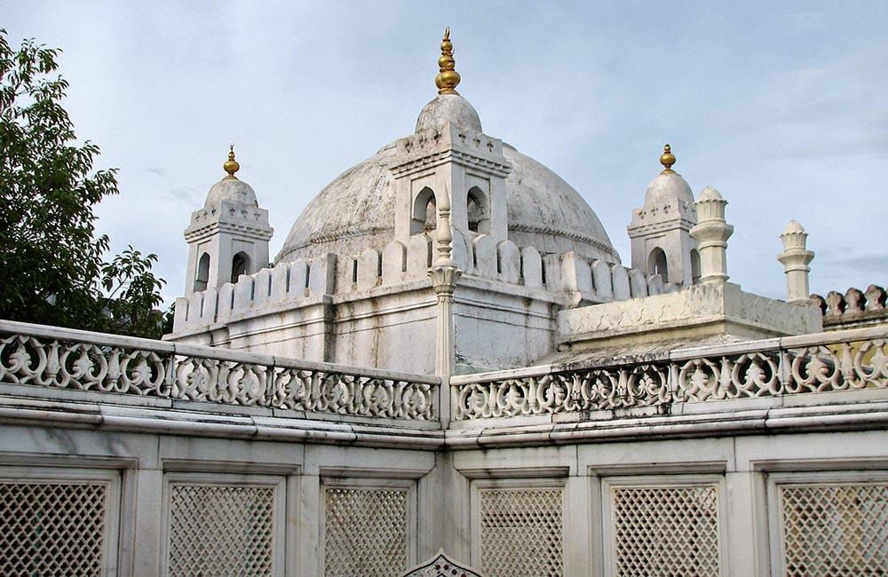 Zainuddin Shirzai's Maqbara | Places to Visit near Aurangabad