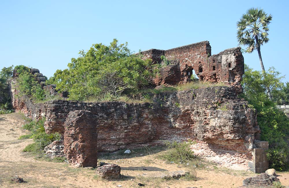 Alamparai Fort