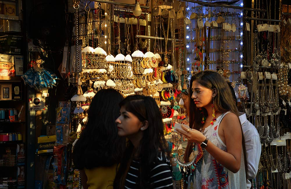 c0366f1201 Street Shopping in Mumbai - 10 Amazing Places for Street Shopping in ...
