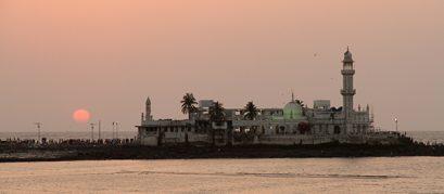 Haji Ali Dargah, Mumbai: An Iconic Mosque Set Against the Arabian Sea